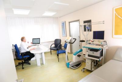 Hausarzt Lage - Dr. Burghardt - Sprech- und Untersuchungszimmer